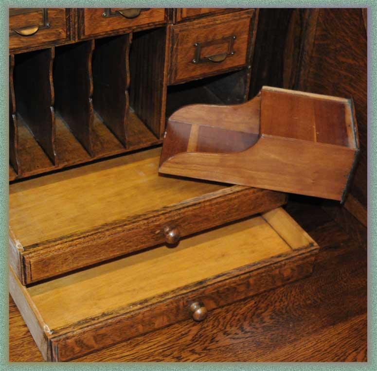 Excellent 5-Foot-Wide Oak Roll Top Desk